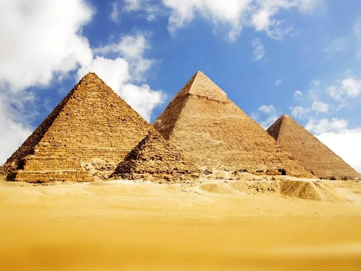 沙漠金字塔风景ppt模板